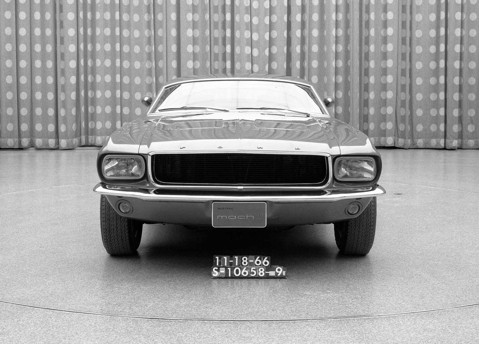 Ford Mustang Mach 1 Concept photo #7