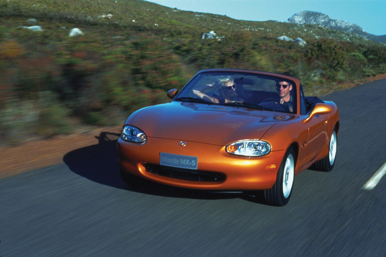 https://www.carsinvasion.com/gallery/1998-mazda-mx-5/1998-mazda-mx-5-10.jpg