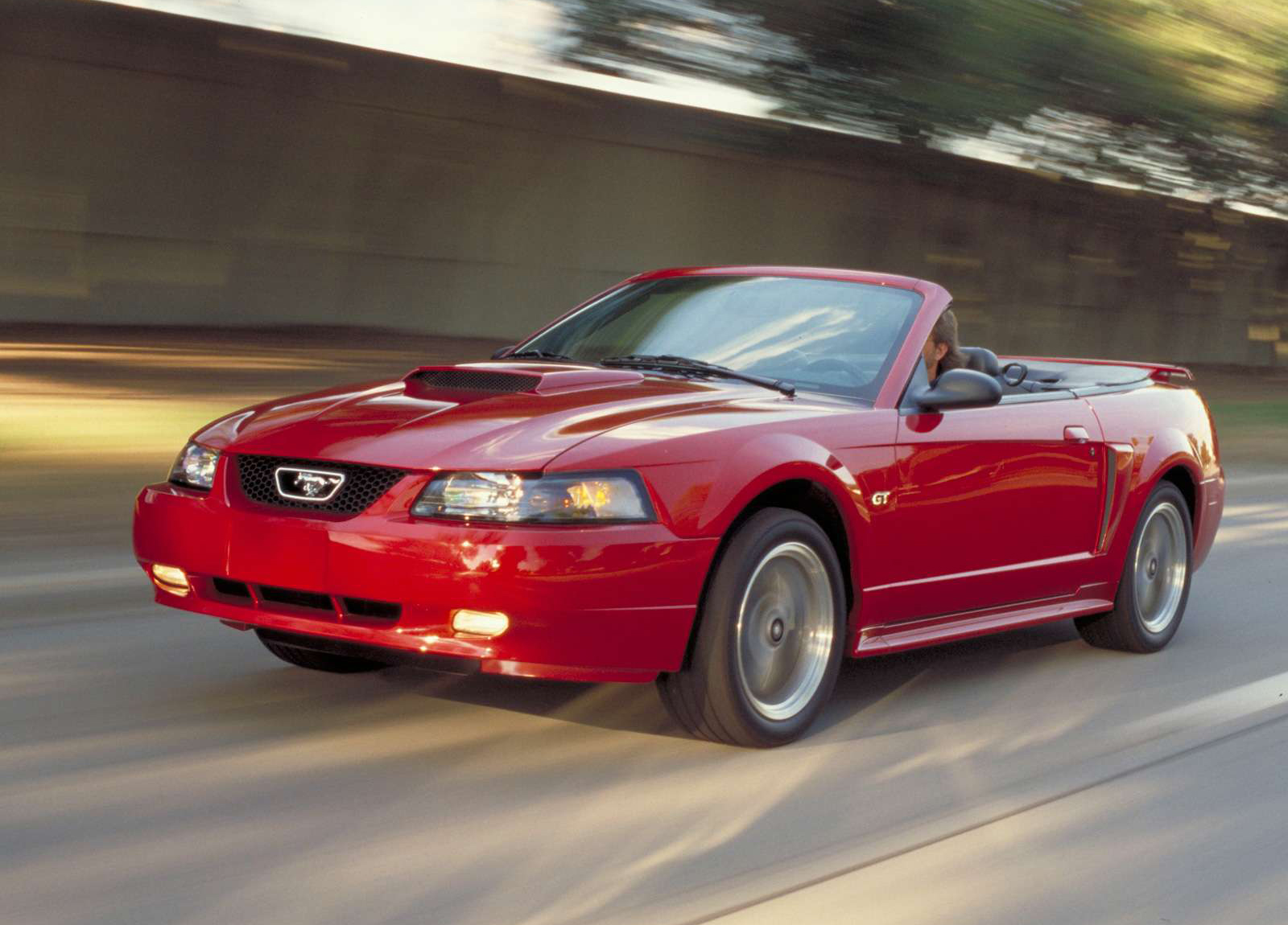 Ford Mustang GT Convertible photo #2