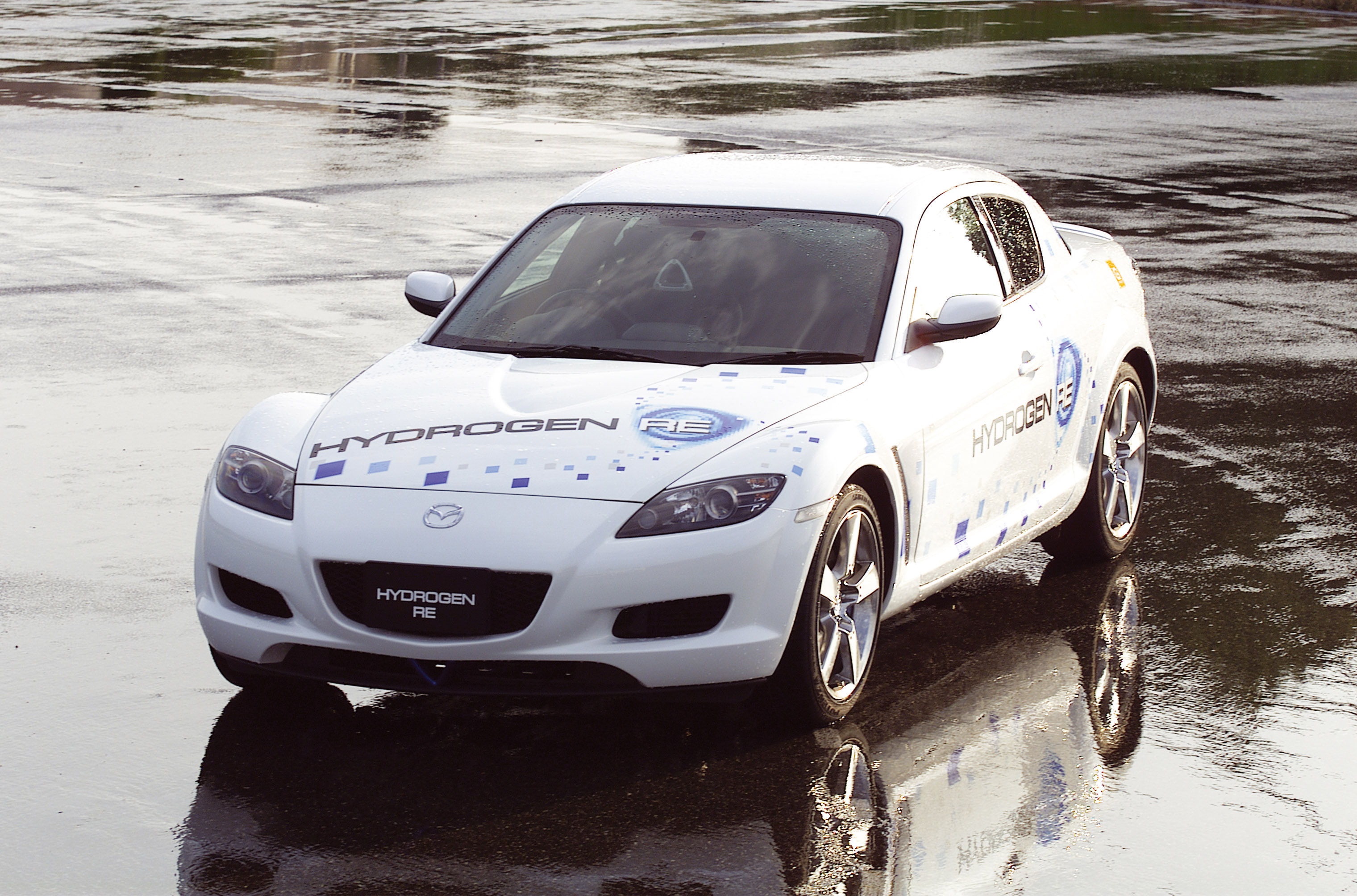https://www.carsinvasion.com/gallery/2003-mazda-rx-8-hydrogen-concept/2003-mazda-rx-8-hydrogen-concept-05.jpg