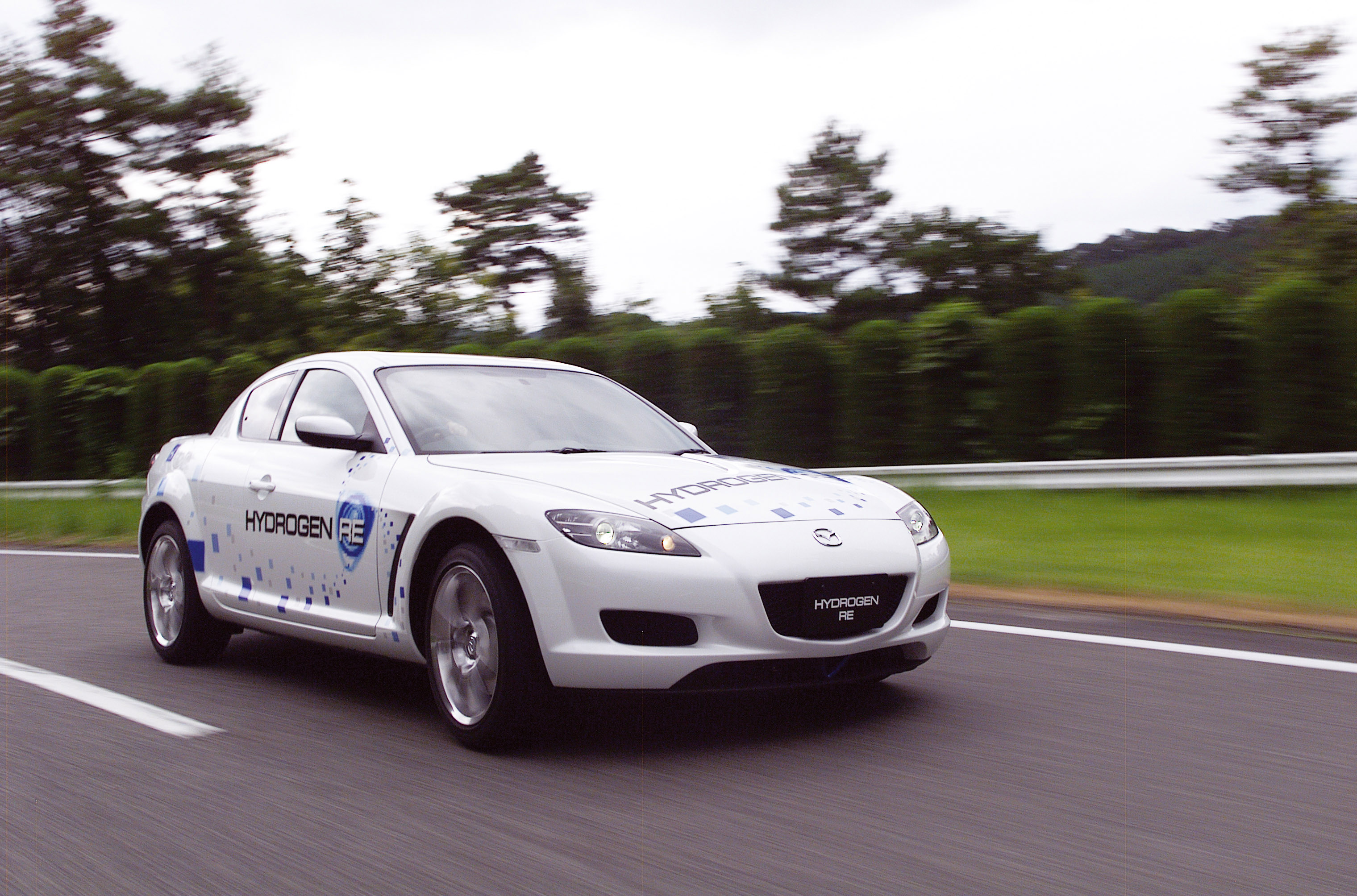 https://www.carsinvasion.com/gallery/2003-mazda-rx-8-hydrogen-concept/2003-mazda-rx-8-hydrogen-concept-07.jpg