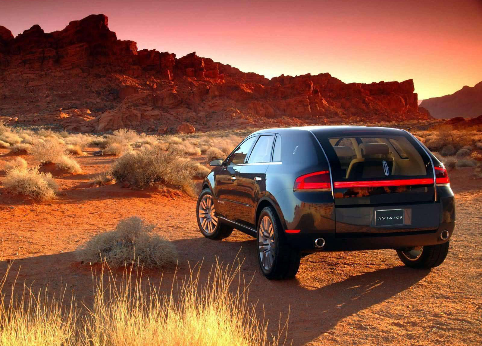 https://www.carsinvasion.com/gallery/2004-lincoln-aviator-concept/2004-lincoln-aviator-concept-07.jpg