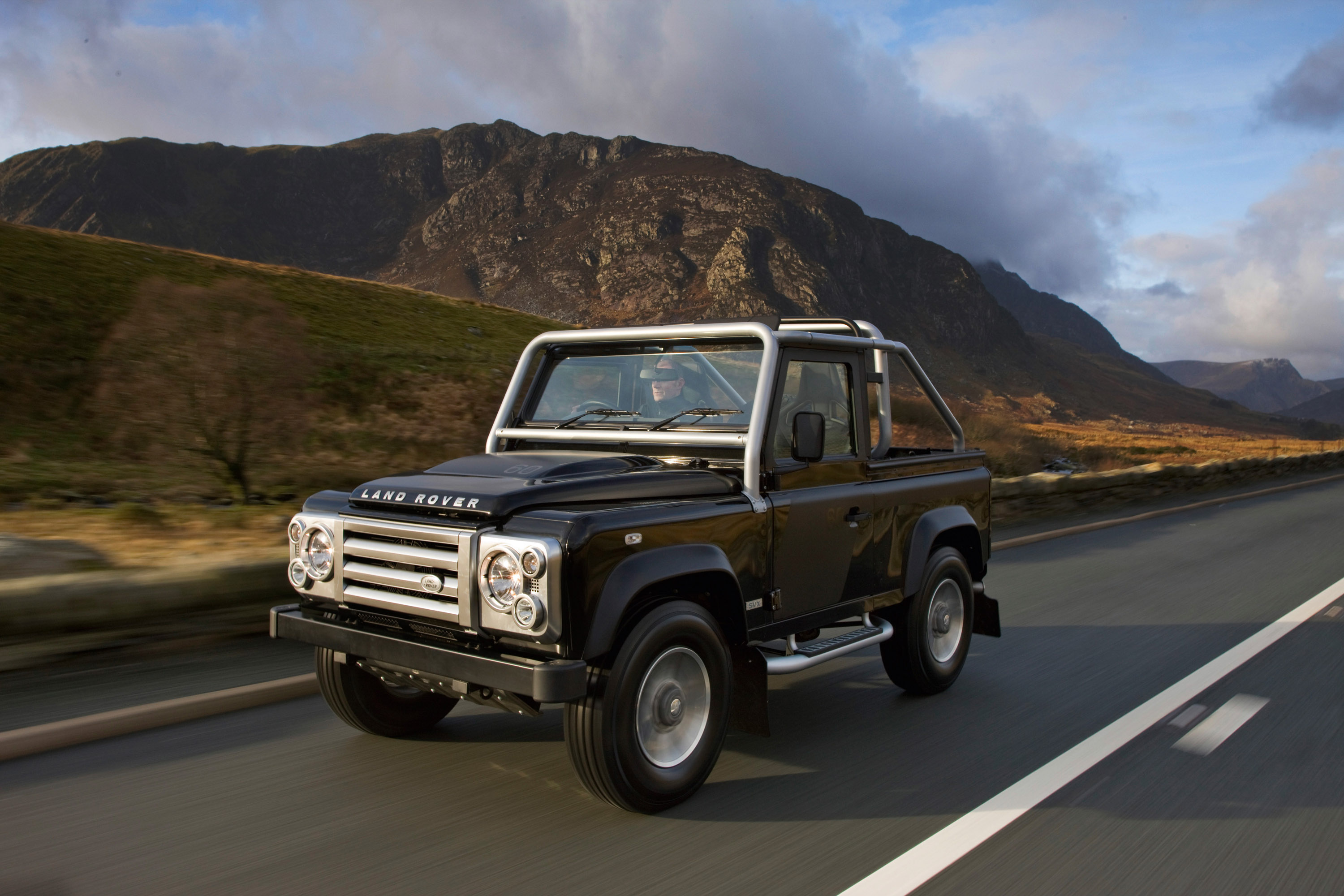 https://www.carsinvasion.com/gallery/2008-land-rover-defender-svx/2008-land-rover-defender-svx-04.jpg