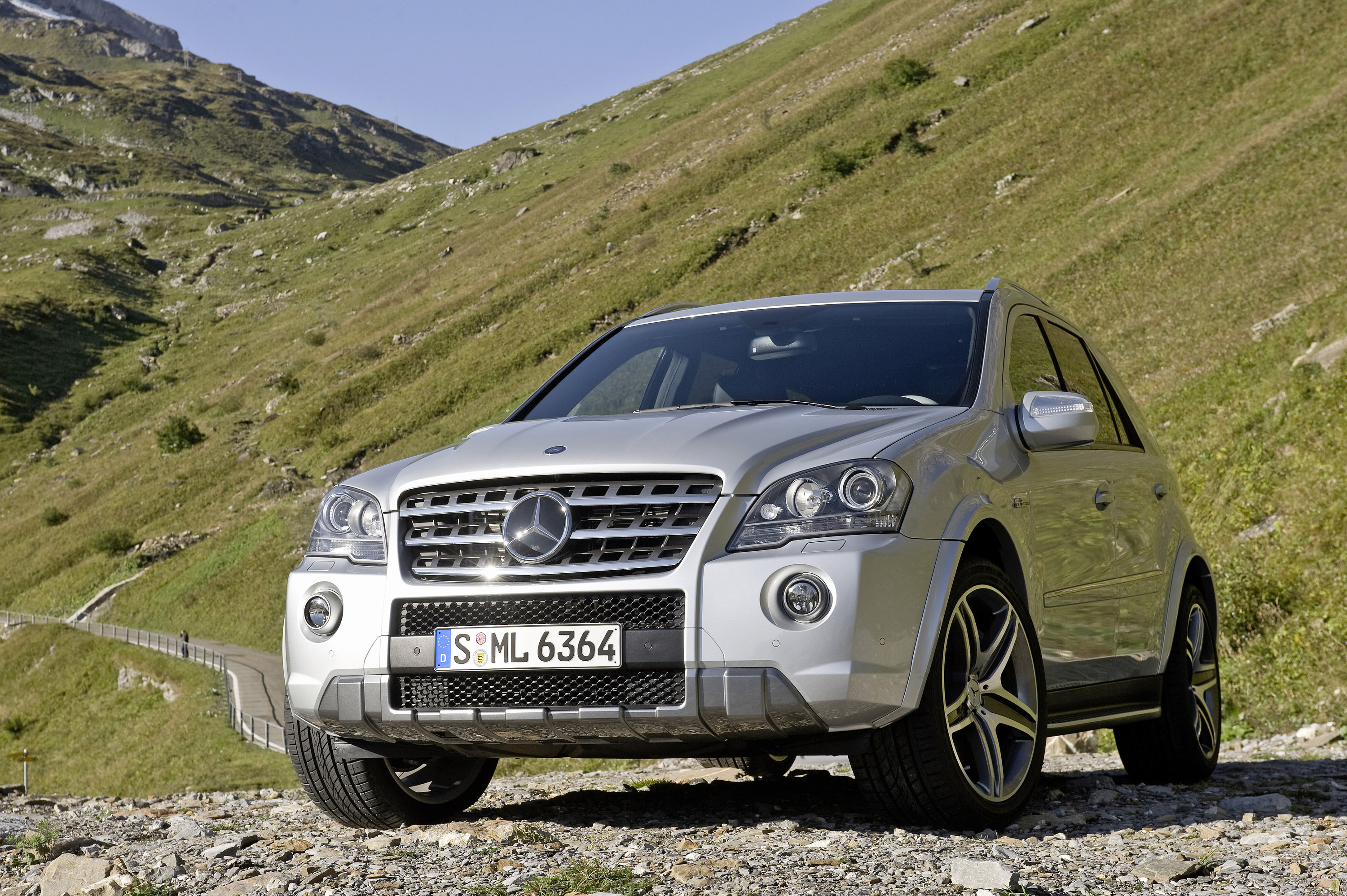 Mercedes-Benz ML63 AMG 10th Anniversary photo #1