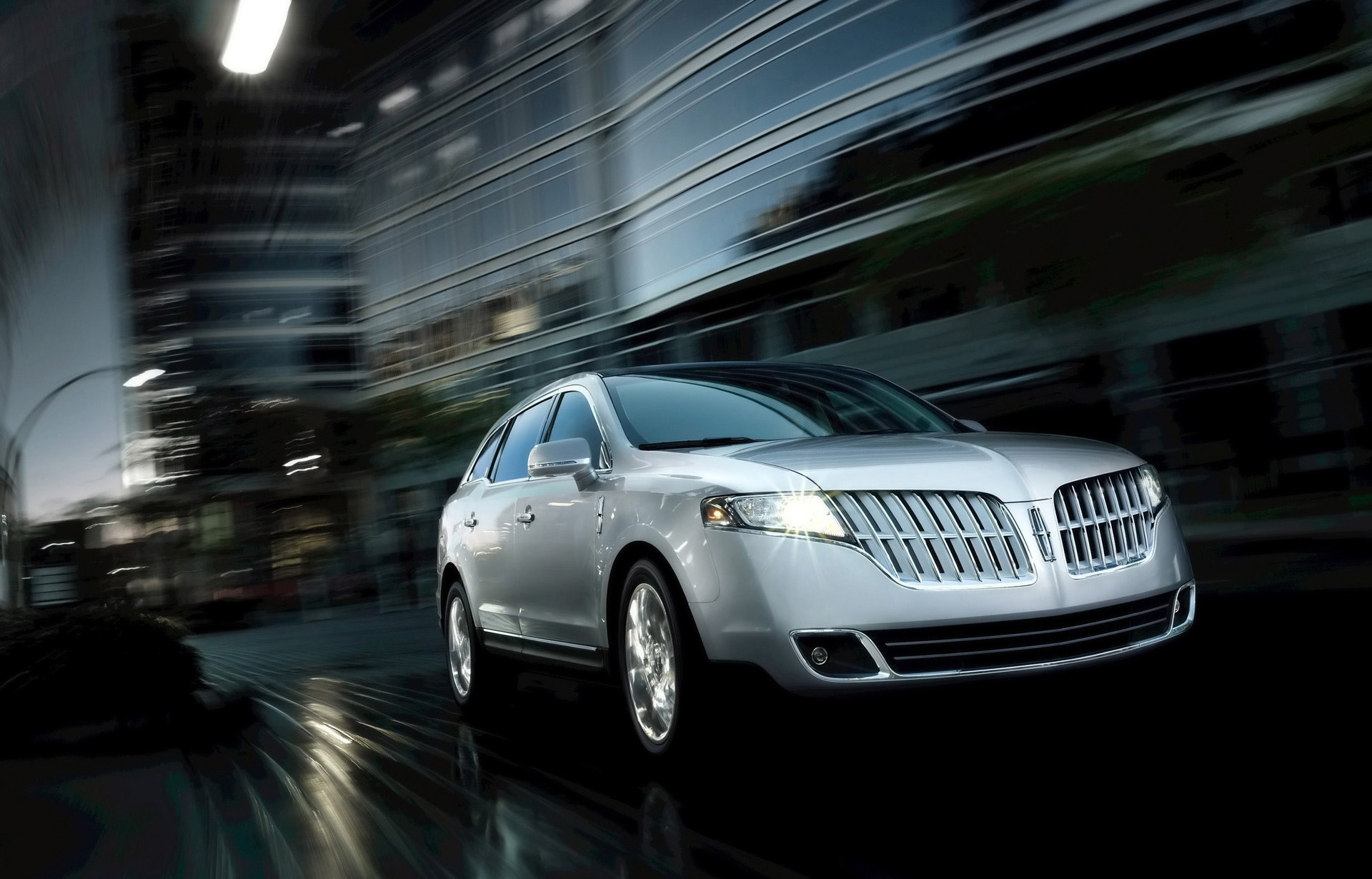 Lincoln MKT photo #1