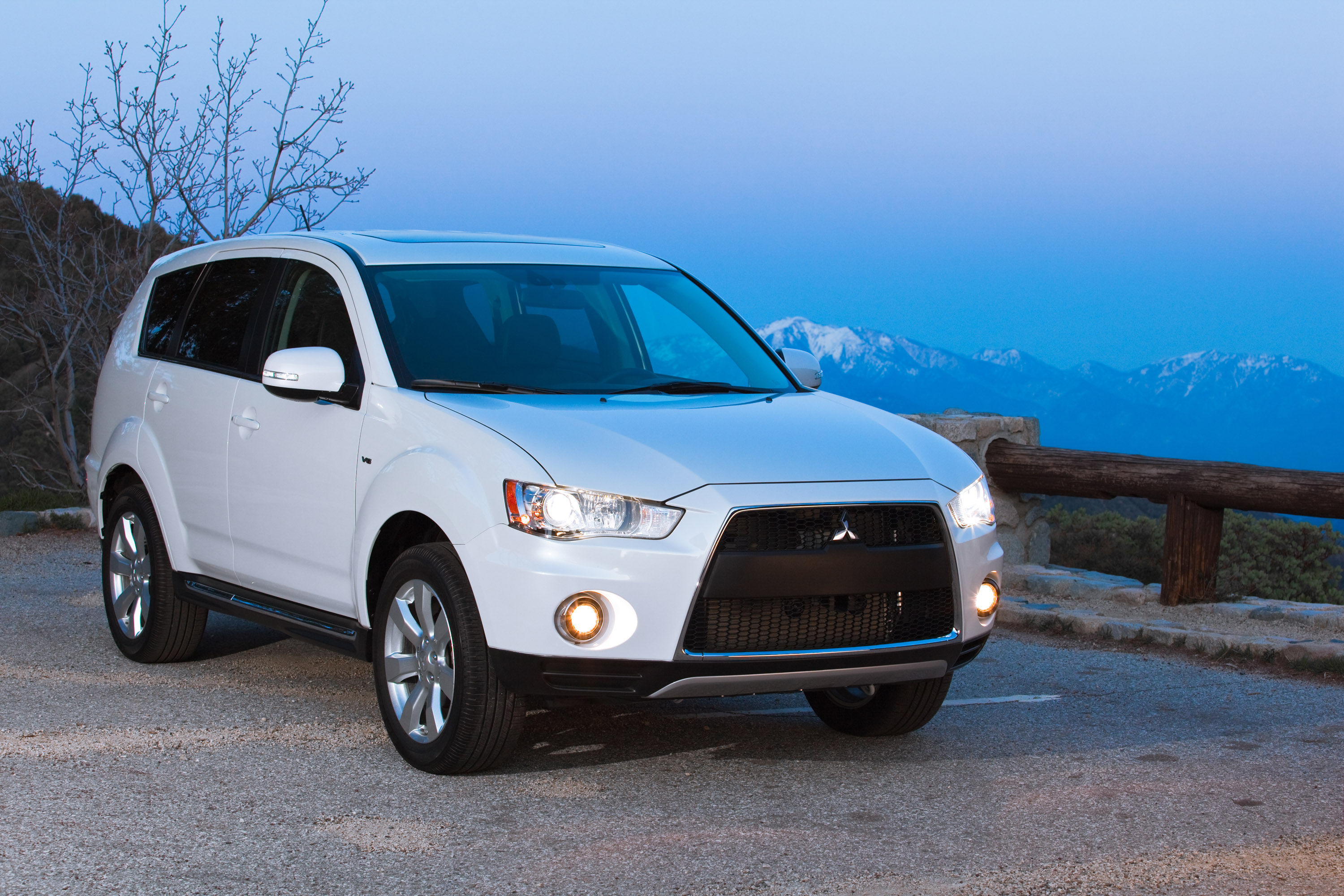 Mitsubishi Outlander photo #1