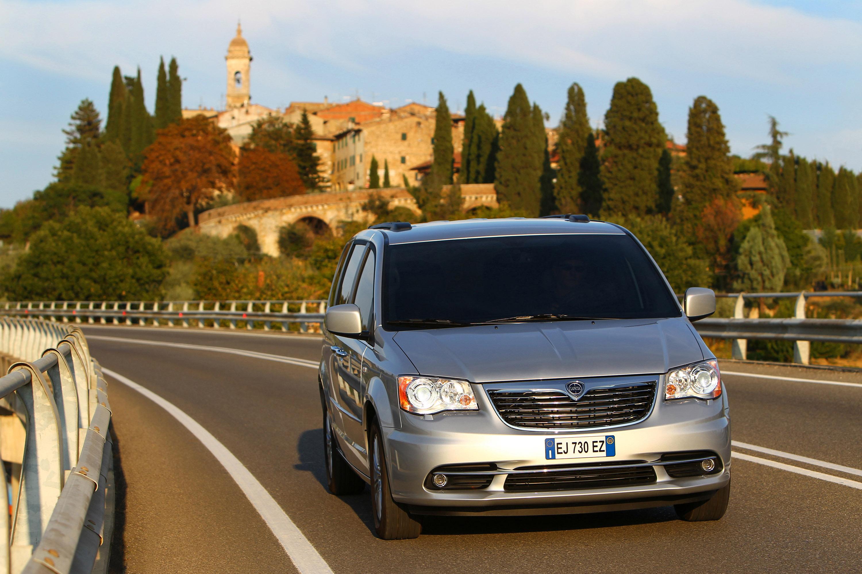 Lancia Voyager photo #2