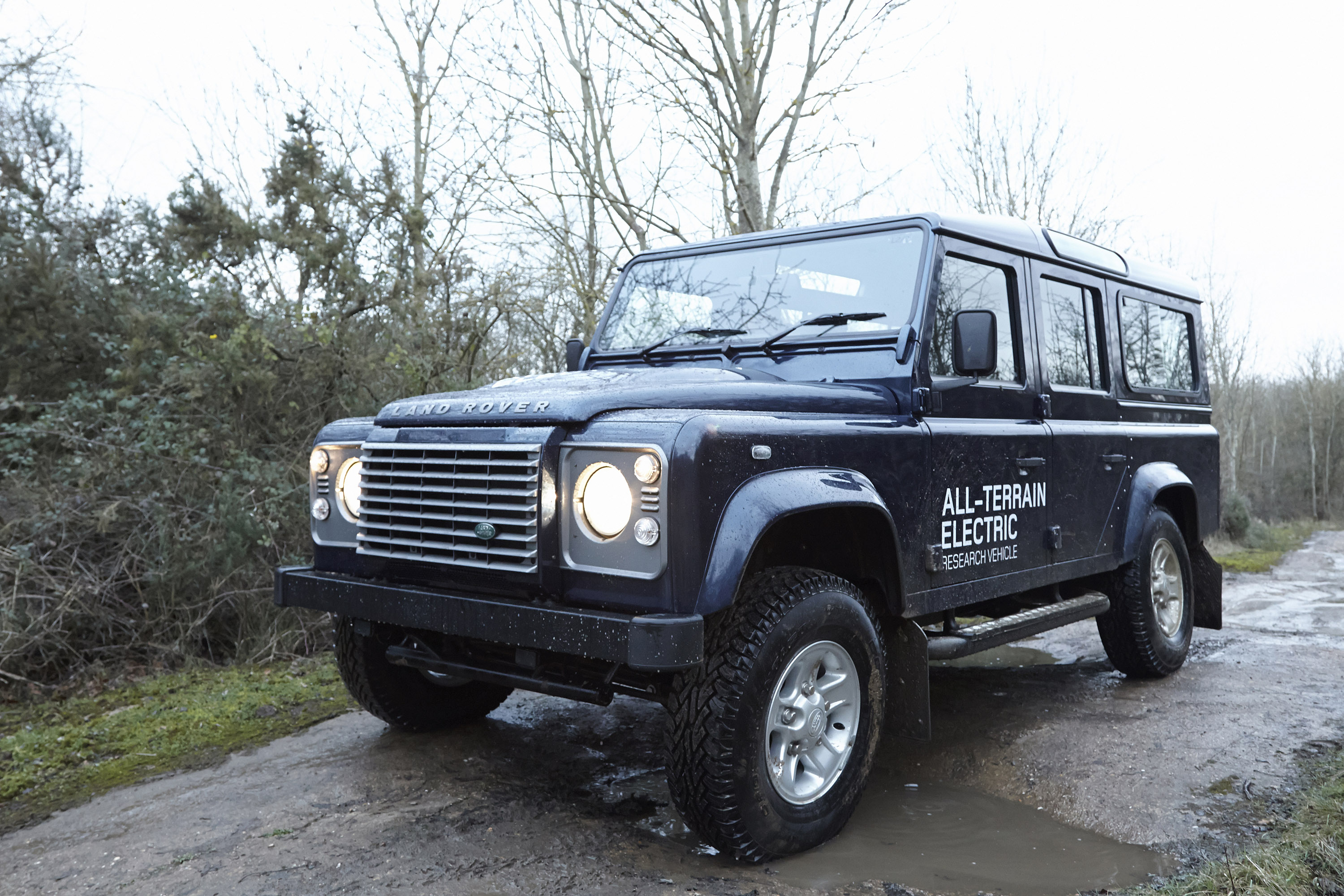 Land Rover Defender Electric Concept photo #2