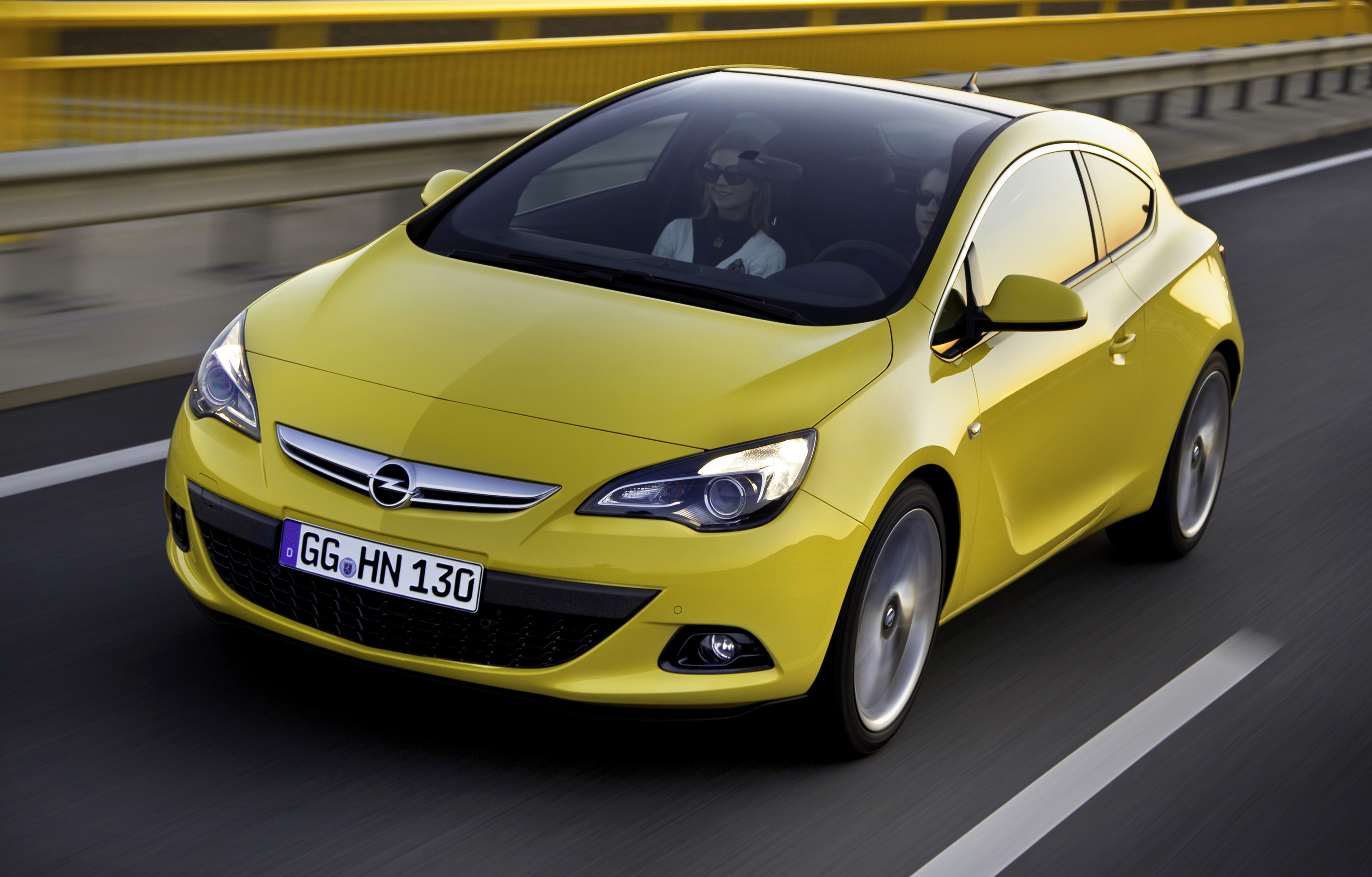 2013 Opel Astra GTC - HD Pictures @ carsinvasion.com