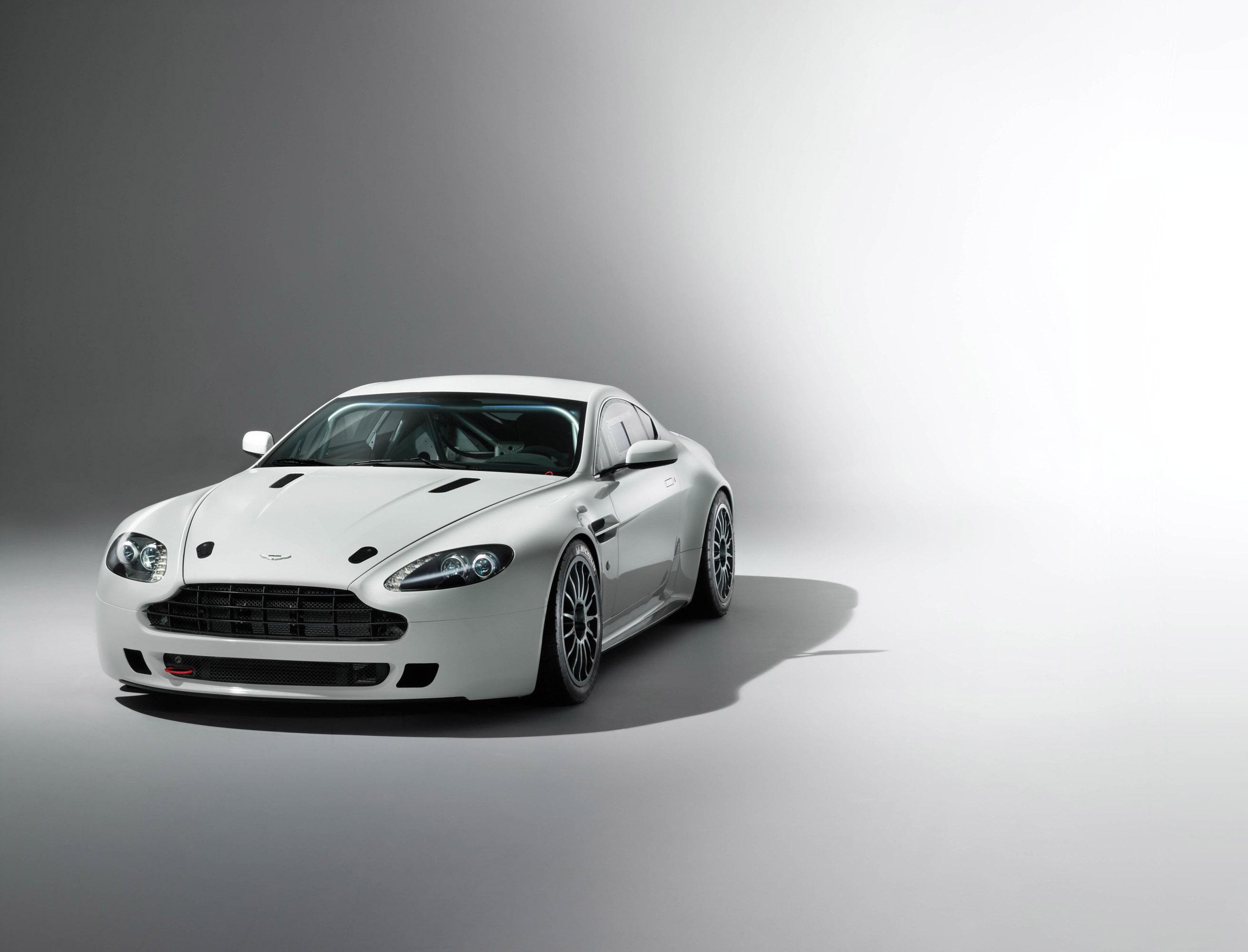 Aston Martin Vantage GT4 photo #1