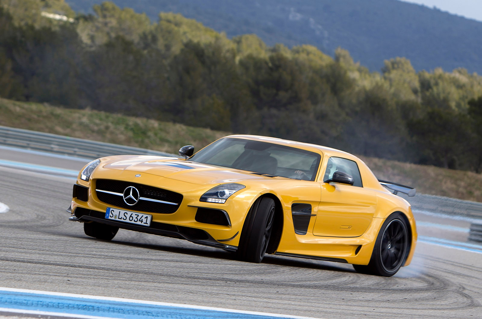 2014 mercedes benz sls amg black series hd pictures. Black Bedroom Furniture Sets. Home Design Ideas