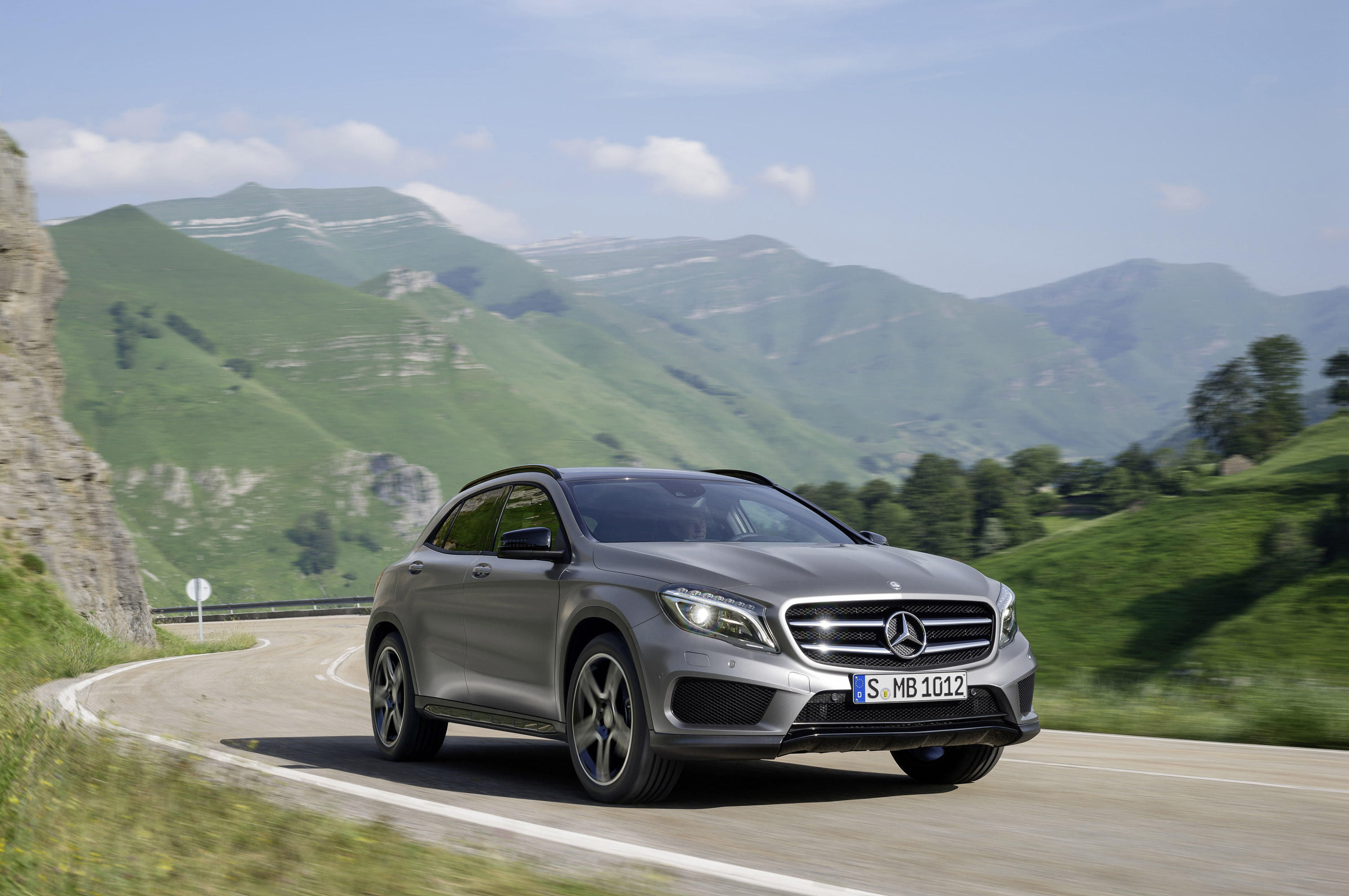 Mercedes-Benz GLA-Class photo #1