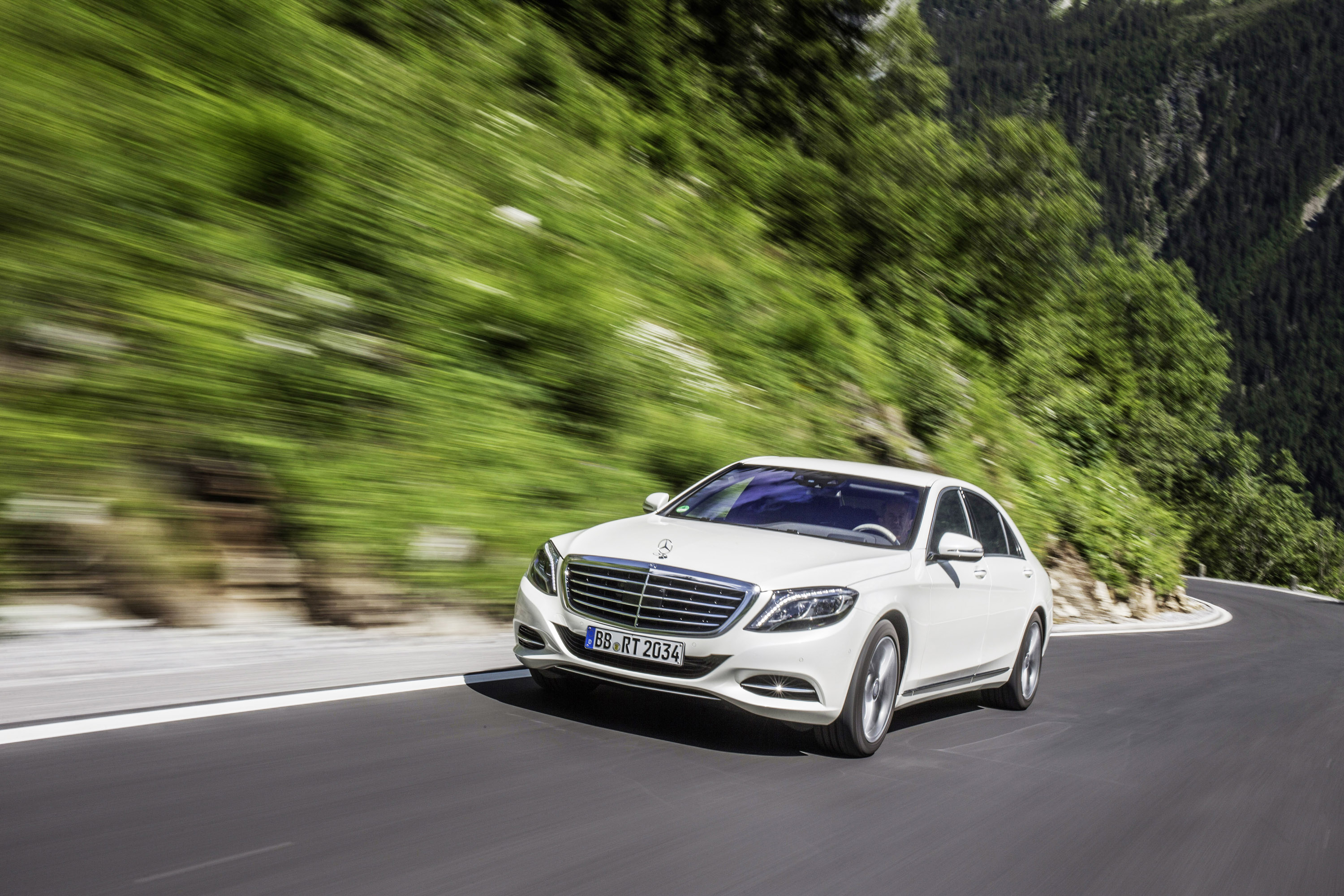 2015 mercedes benz s550 plug in hybrid hd pictures for Mercedes benz hours of operation