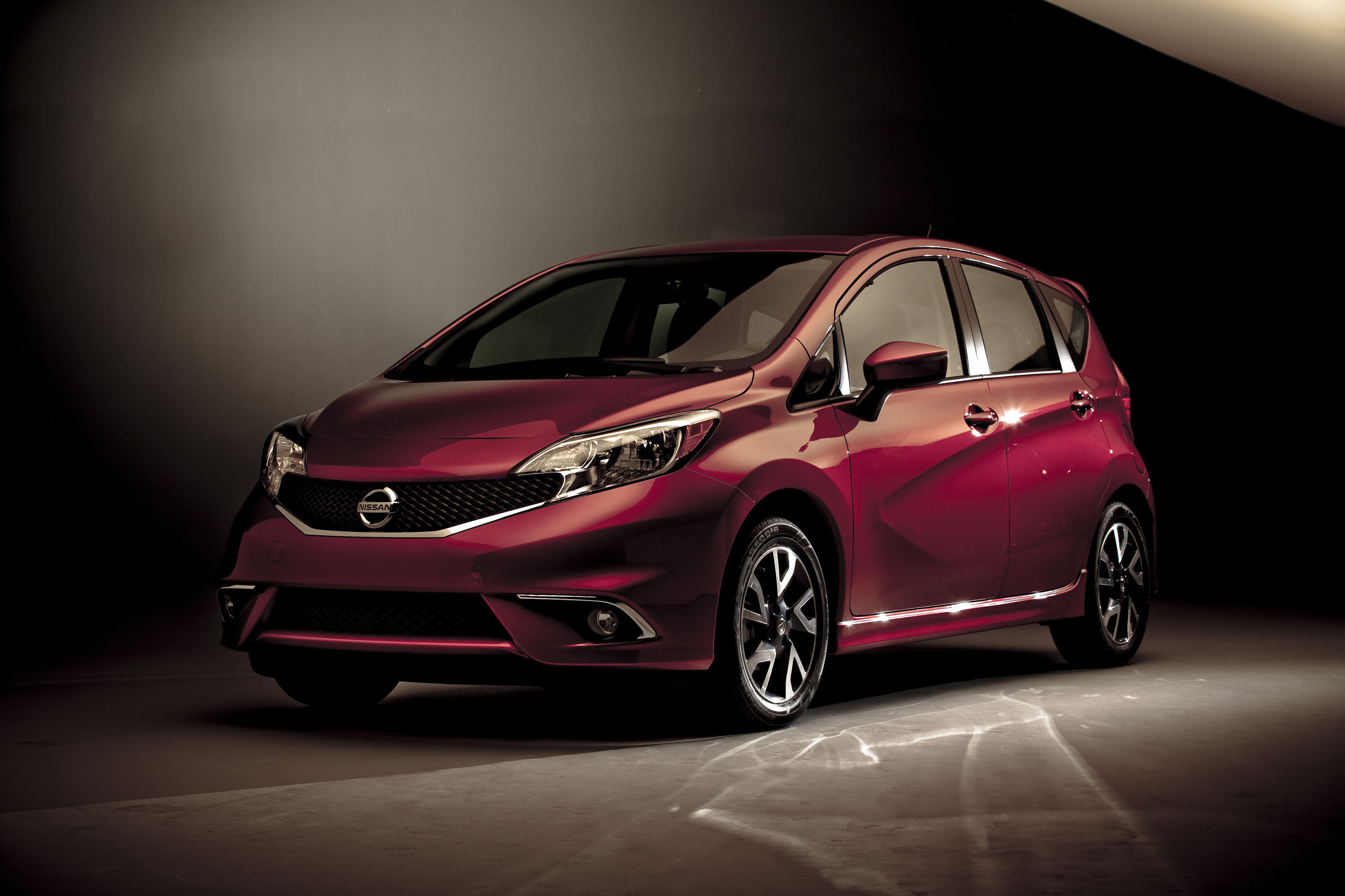 2015 nissan versa note sr hd pictures. Black Bedroom Furniture Sets. Home Design Ideas