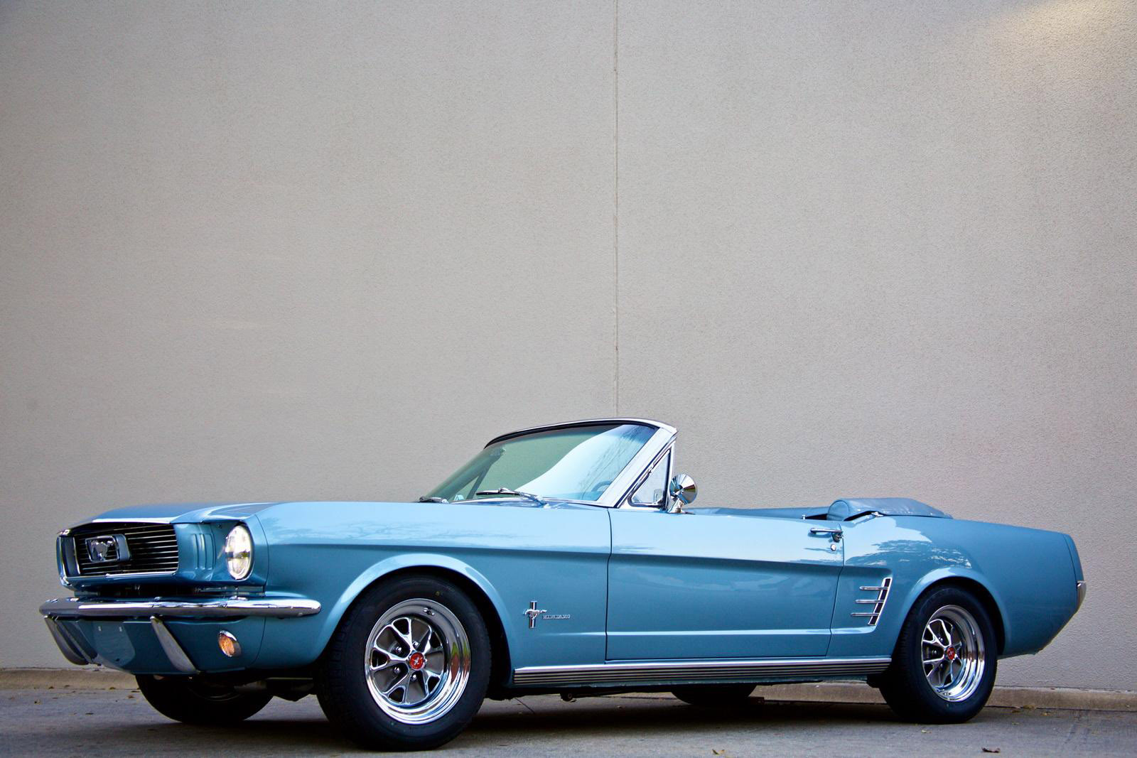 Revology Cars Ford Mustang photo #2