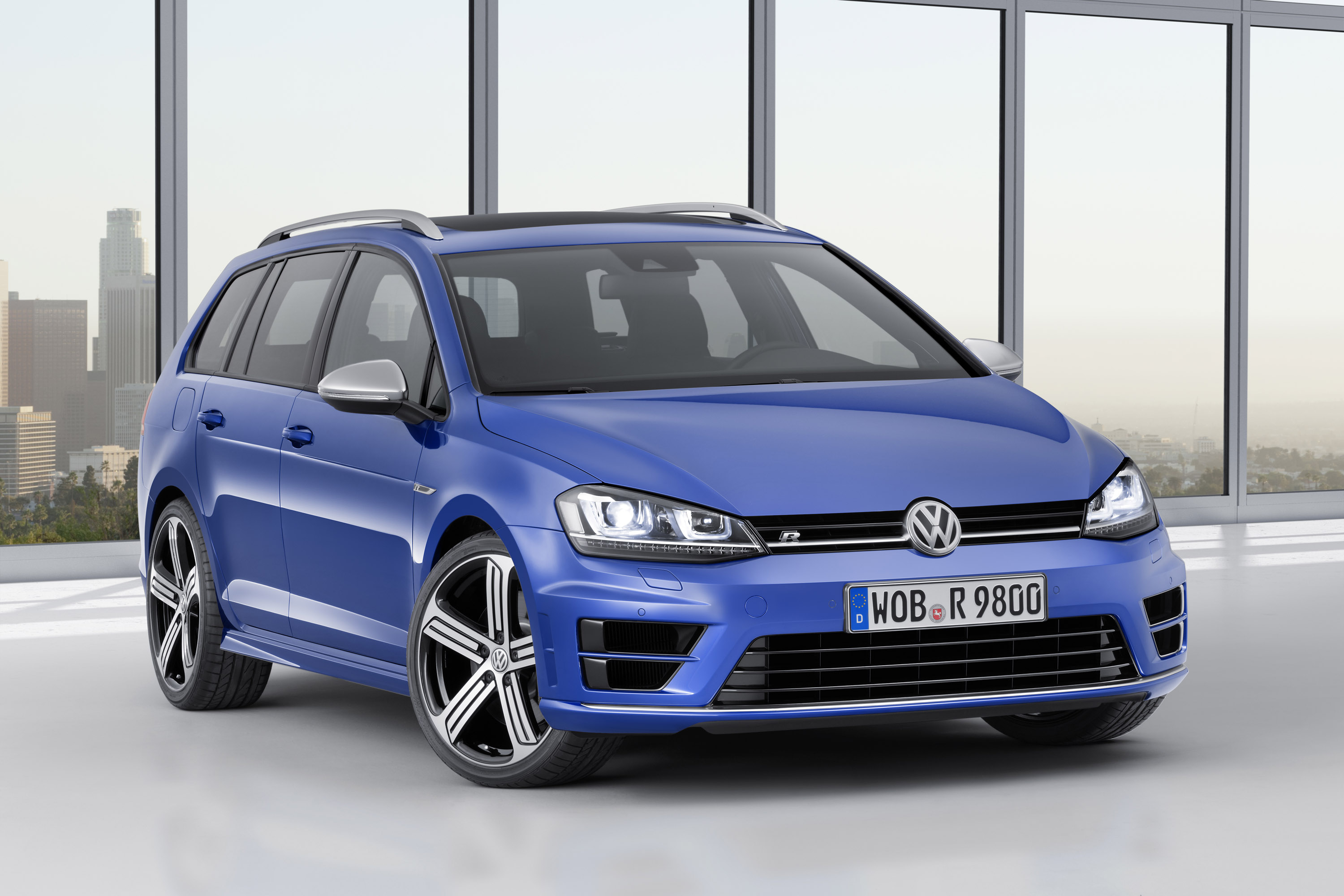 Volkswagen Golf R Variant photo #1