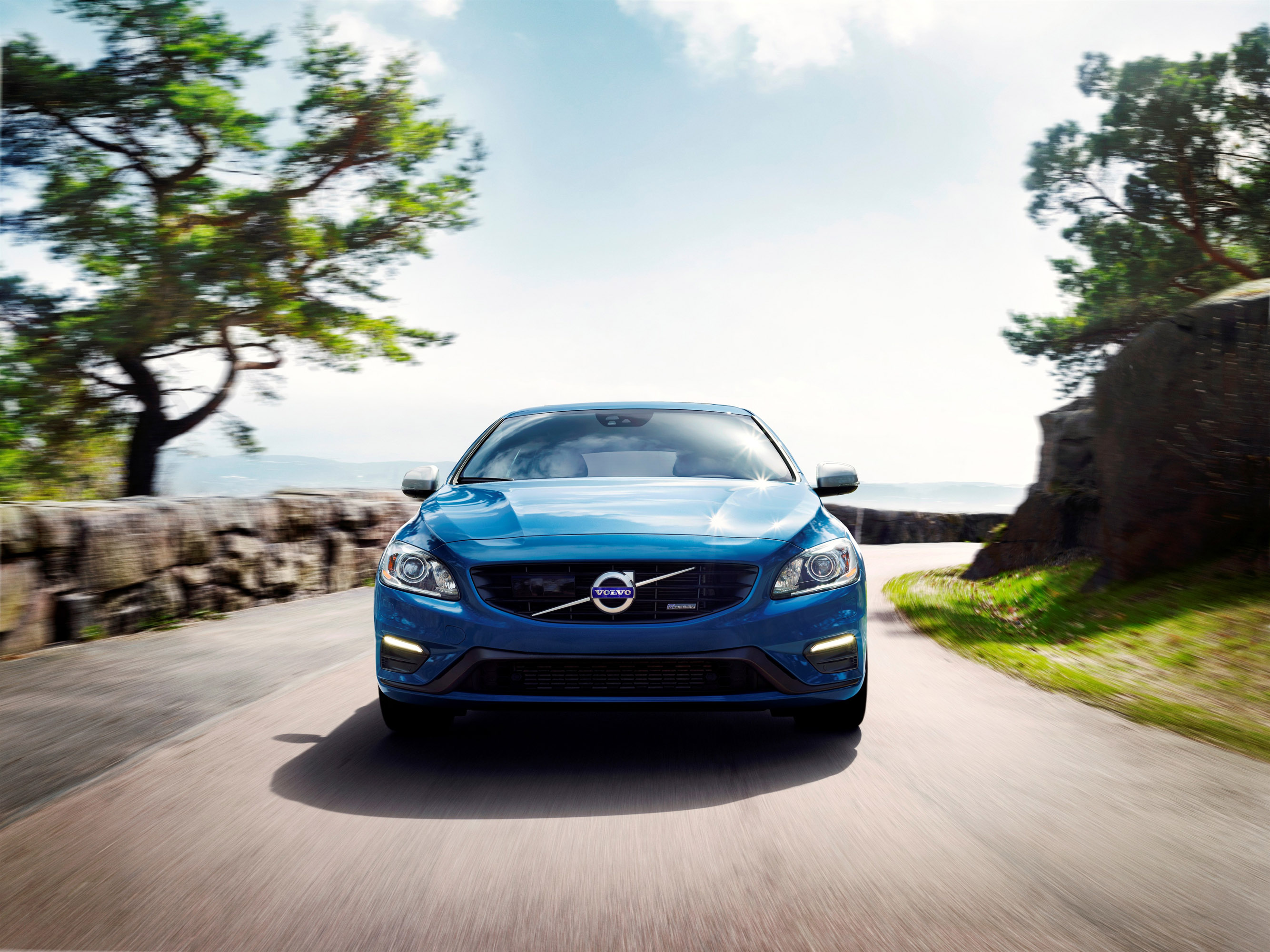 Volvo V60 Plug-in Hybrid R-Design photo #1