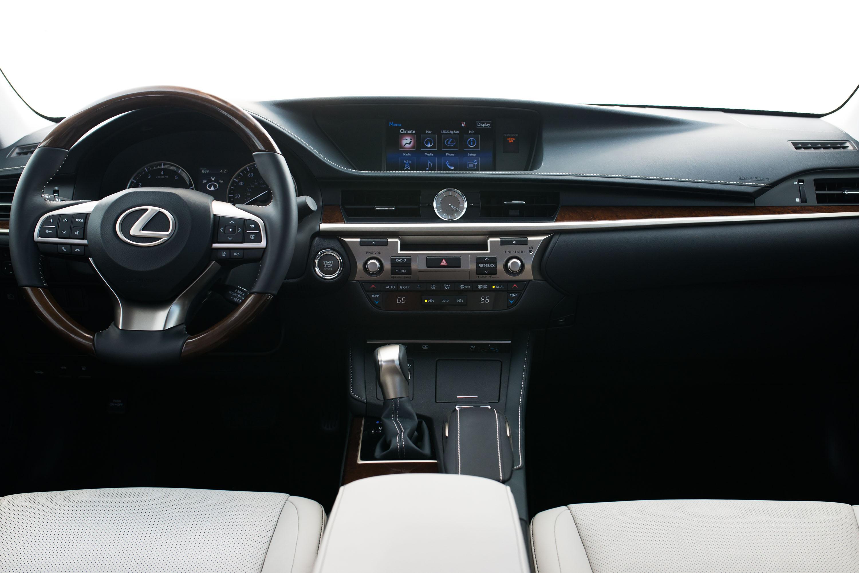 Lexus ES350 photo #19