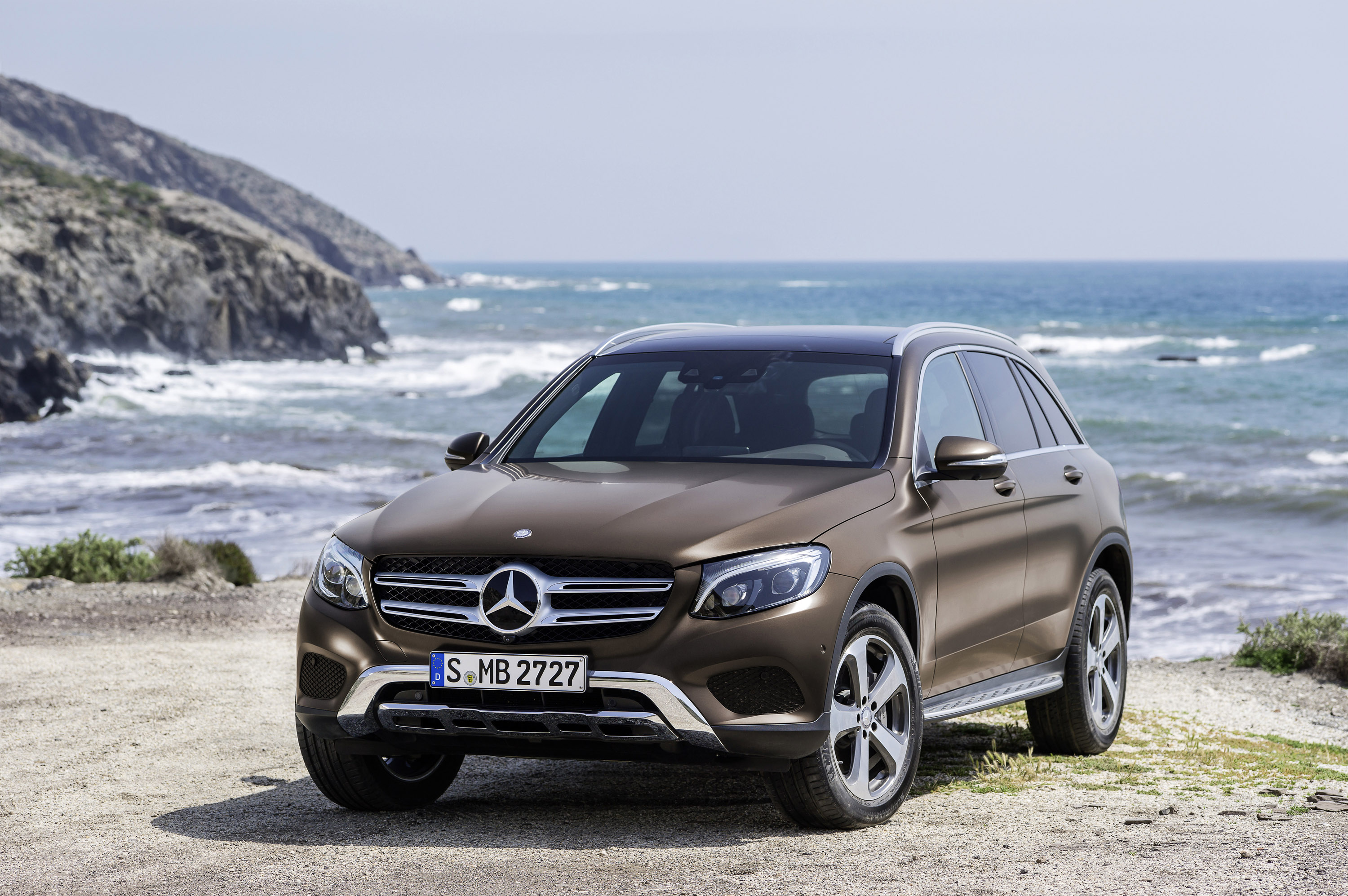 https://www.carsinvasion.com/gallery/2016-mercedes-benz-glc/2016-Mercedes-Benz-GLC-01.jpg