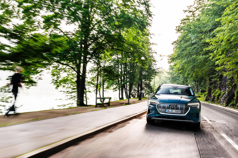 Audi e-tron photo #2