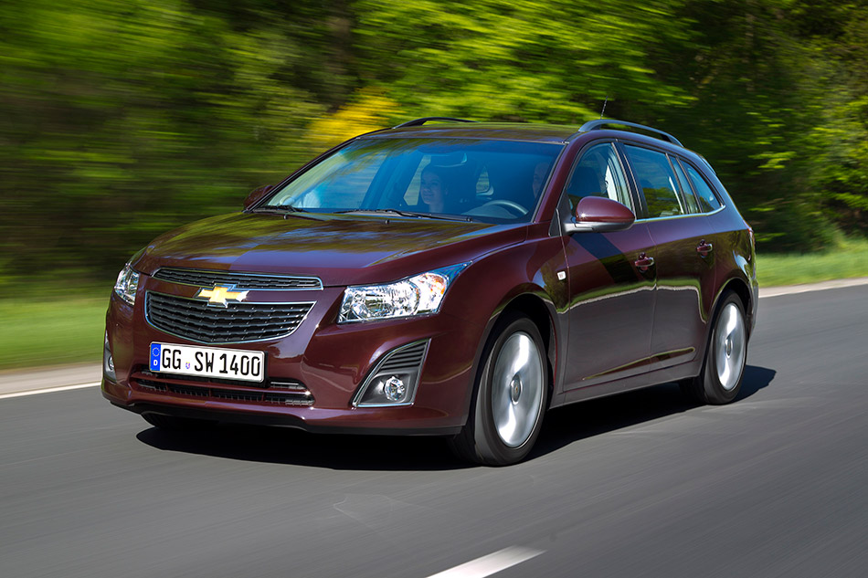2012 Chevrolet Cruze Wagon Front Angle