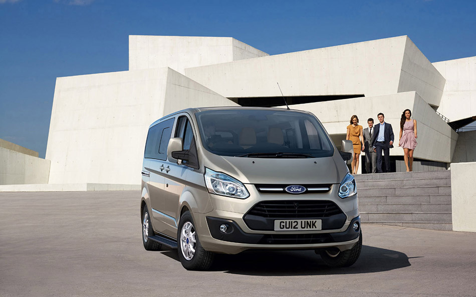 2012 Ford Tourneo Custom Front Angle