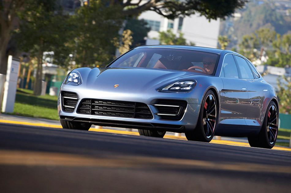 2012 Porsche Panamera Sport Turismo Concept Front Angle
