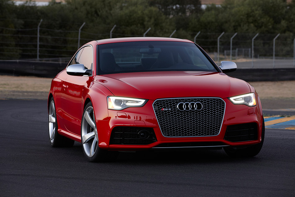 2013 Audi RS5 Front Angle