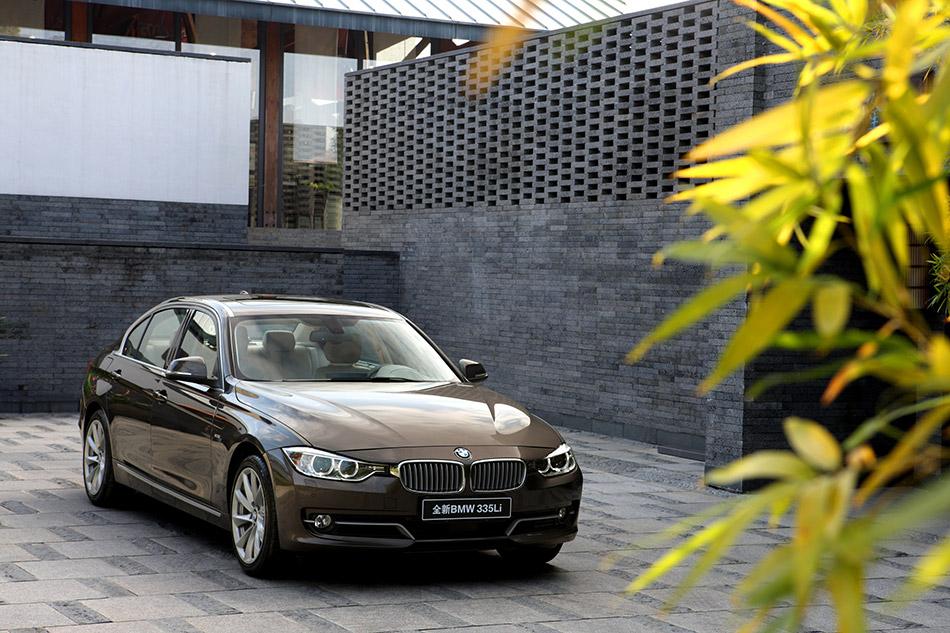 2013 BMW 3 Series Li Front Angle