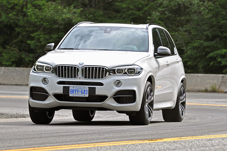 2013 BMW X5 M50d Front Angle