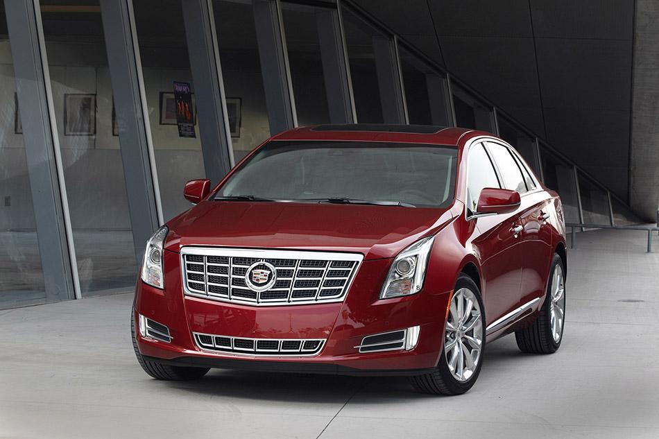 2013 Cadillac XTS Front Angle