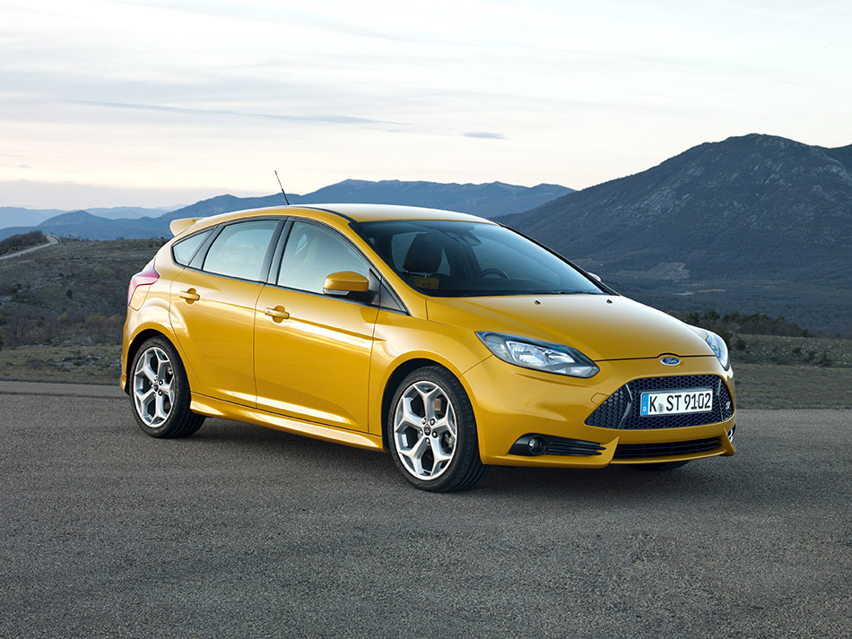 2013 Ford Focus ST Front Angle