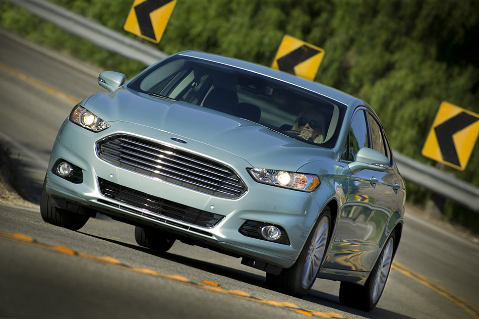 2013 Ford Mondeo/Fusion Front Angle