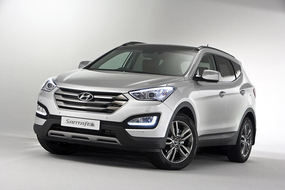 2013 Hyundai Santa Fe Front Angle