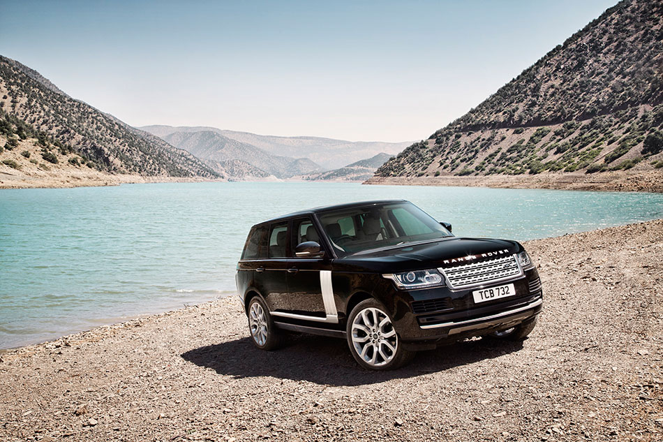 2013 Land Rover Range Rover Front Angle