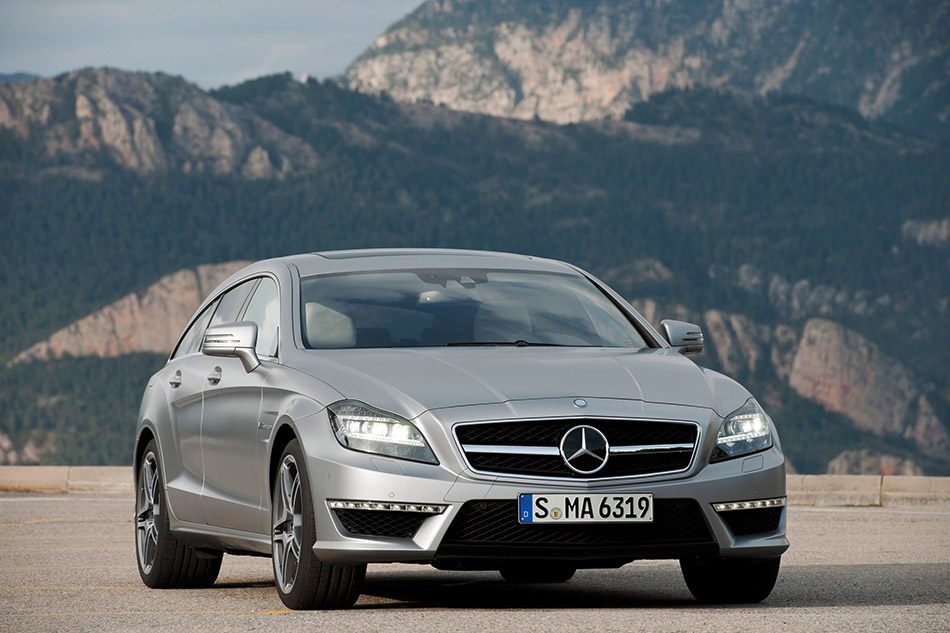 2013 Mercedes-Benz CLS 63 AMG Shooting Brake Front Angle