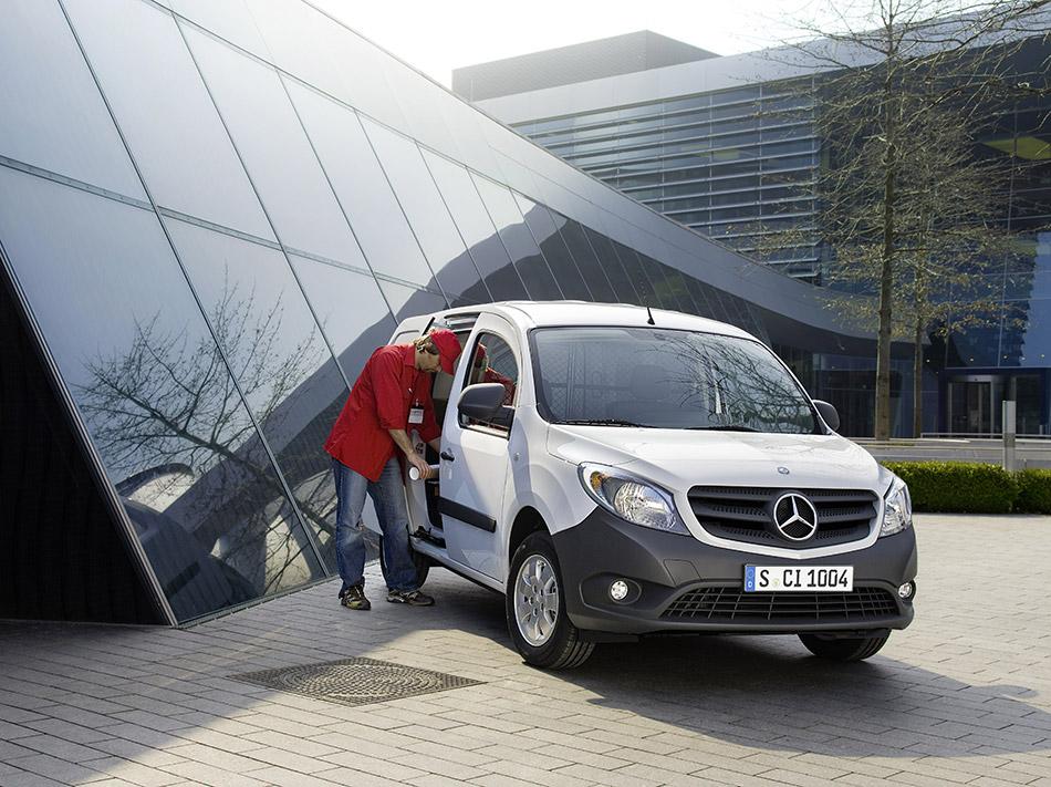 2013 Mercedes-Benz Citan Front Angle