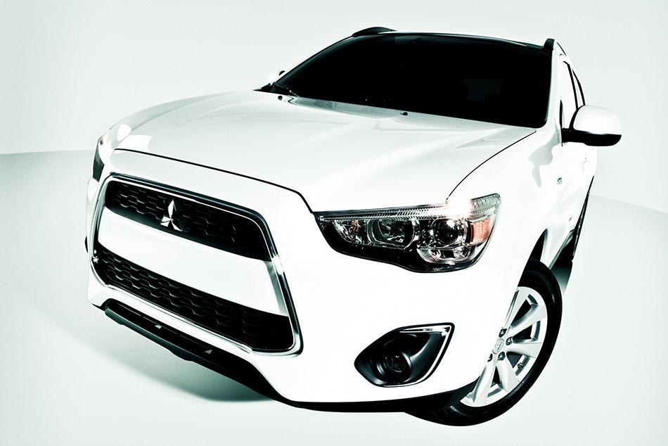 2013 Mitsubishi Outlander Sport Front Angle