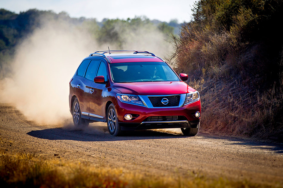2013 Nissan Pathfinder Front Angle