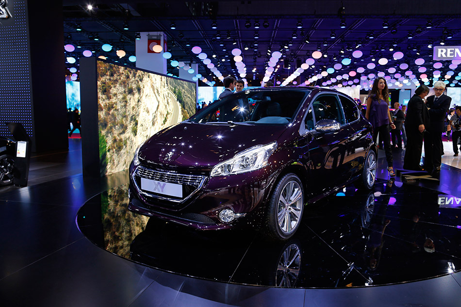 2013 Peugeot 208 XY Front Angle