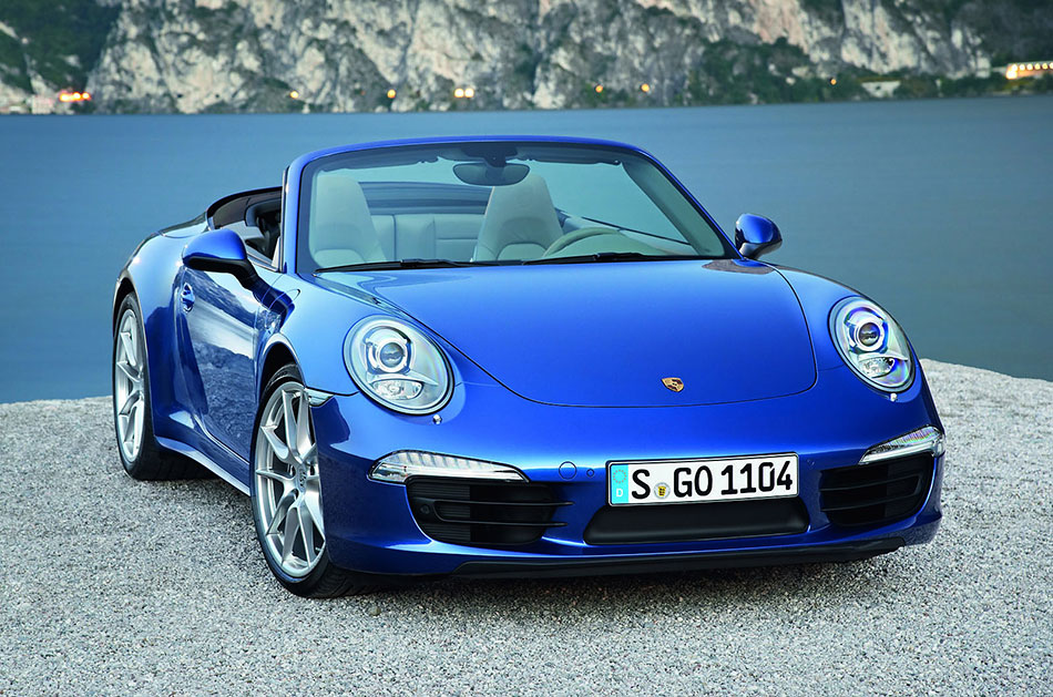 2013 Porsche 911 Carrera 4-4S Front Angle