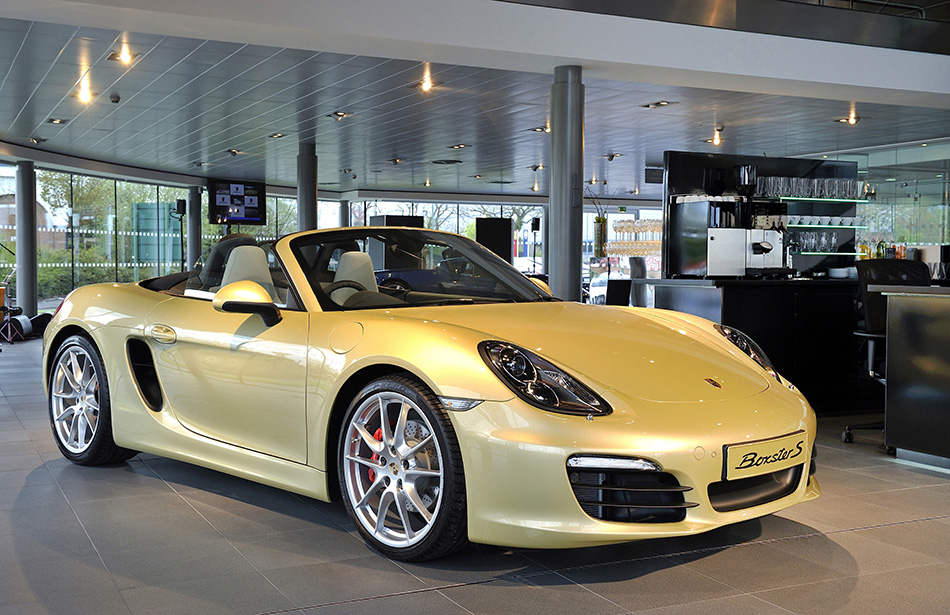 2013 Porsche Boxster Front Angle
