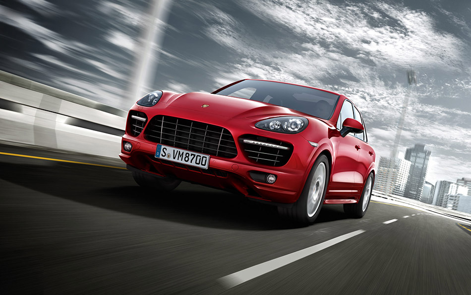 2013 Porsche Cayenne GTS Front Angle