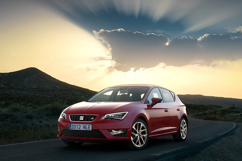 2013 SEAT Leon Front Angle