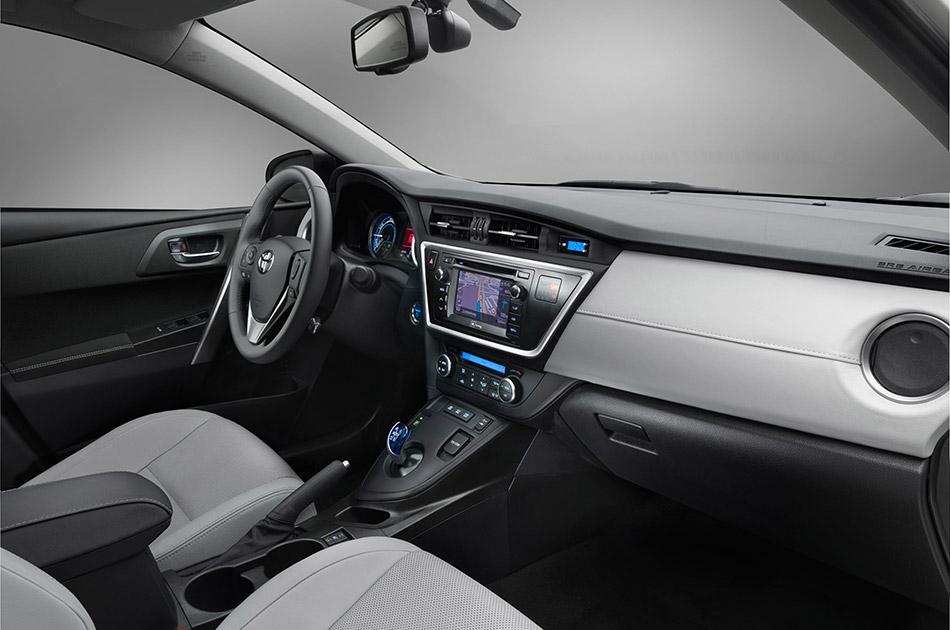 2013 Toyota Auris Interior
