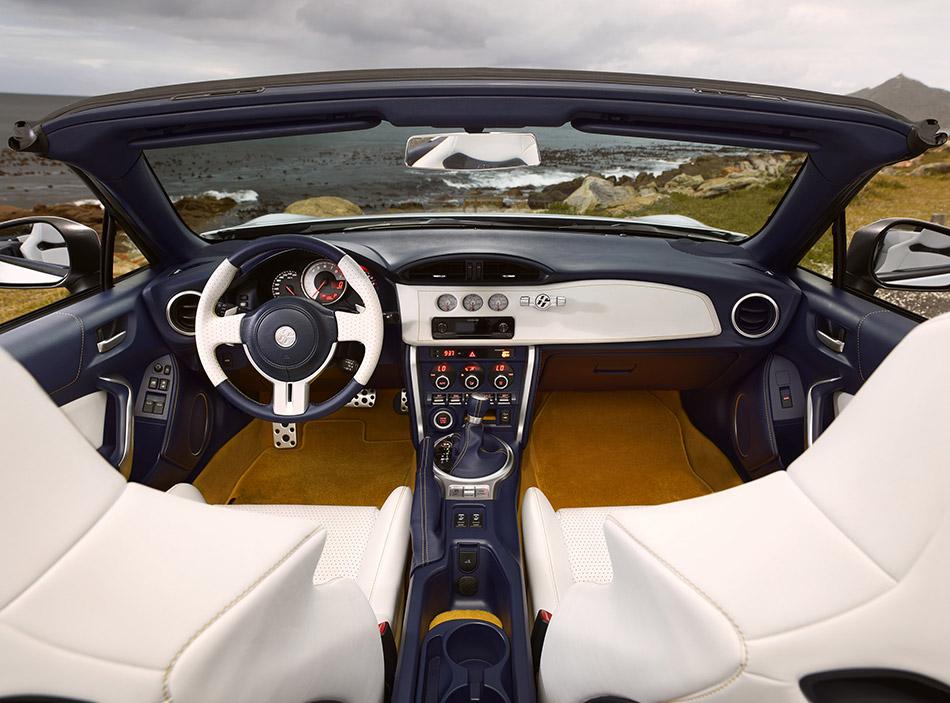 2013 Toyota FT-86 Open Concept Interior