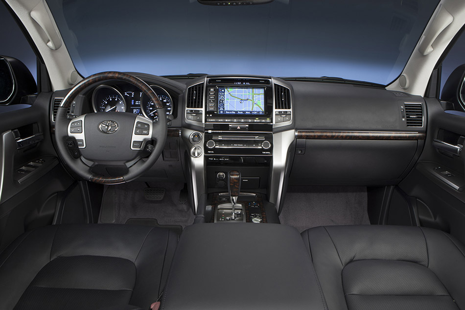 2013 Toyota Land Cruiser Front Angle