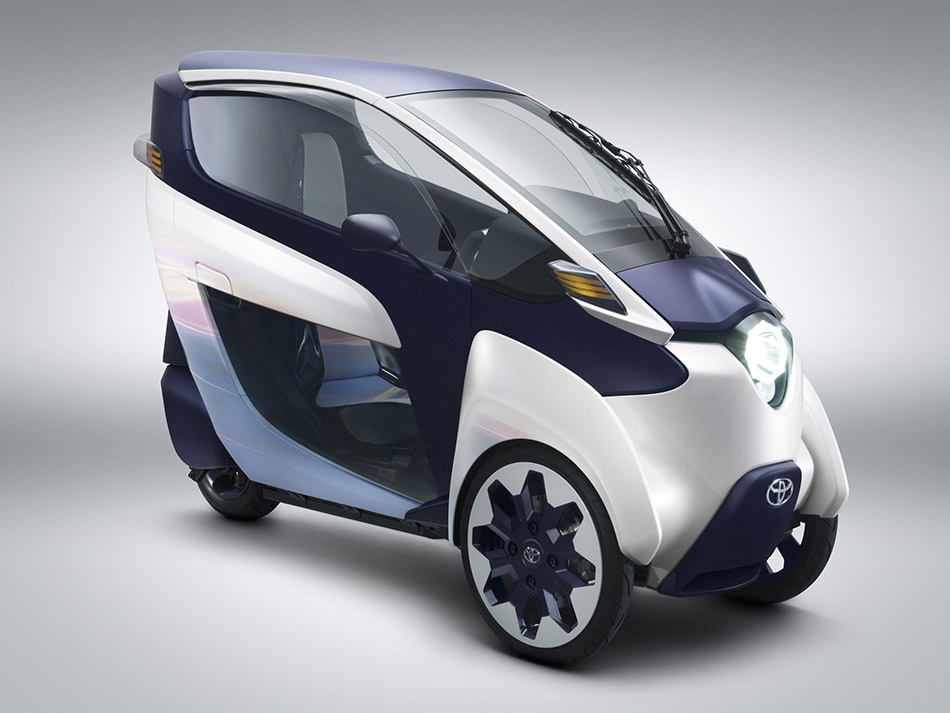 2013 Toyota i-ROAD Concept Front Angle