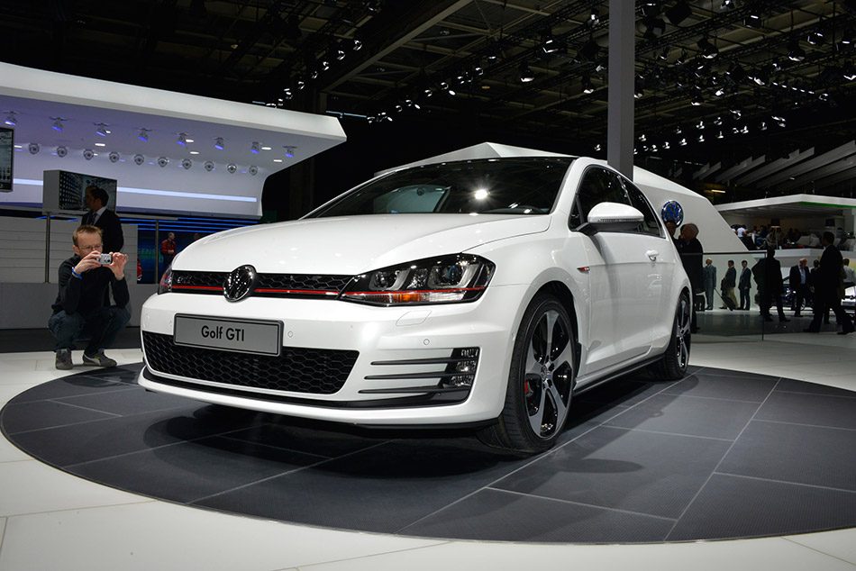 2013 Volkswagen Golf Front Angle