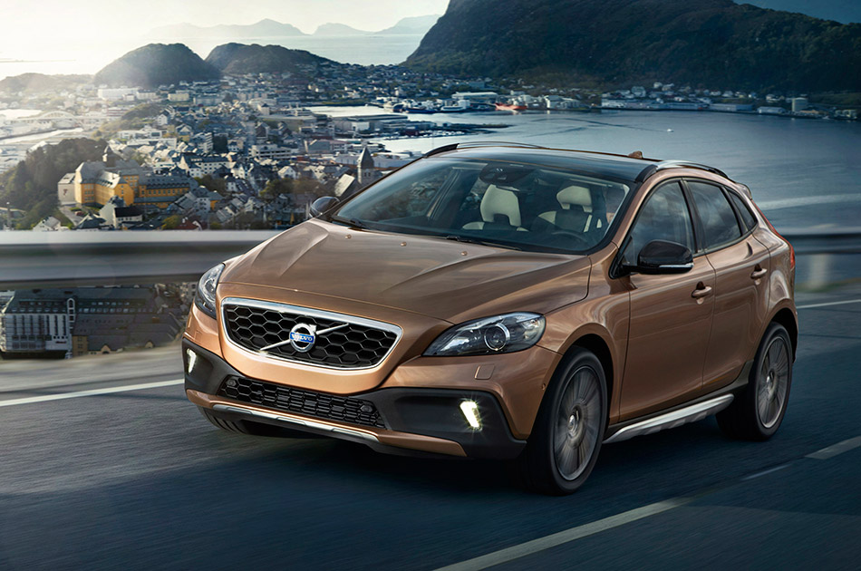 2013 Volvo V40 Cross Country Front Angle